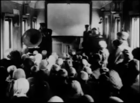 Sesión de cine en un tren de agitación