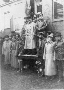 Kalinin dando un mítin desde el tren Revolución de Octubre