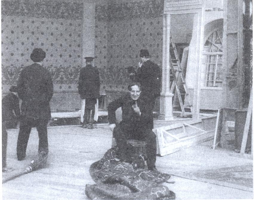 Bauer durante la instalación del escenario para Una vida por una vida.