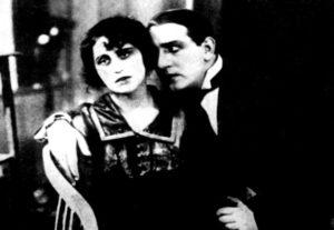 Vera Kholodnaia y Osip Runich en la segunda parte de Junto a la chimenea, de Chardynin