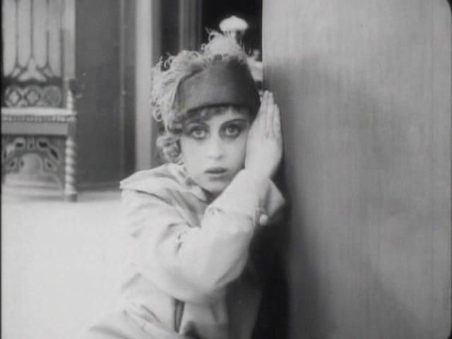 Li en la imagen final de Por la felicidad (1916): ceguera de amor.