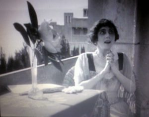 ... o tan simple como un jarrón con una flor. La muerte del cisne (1917)